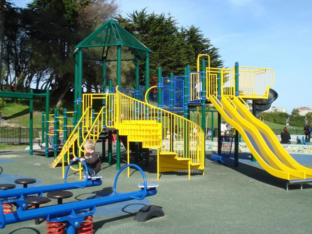 Sân Chơi Trẻ Em ở Khắp Các Tiểu Khu